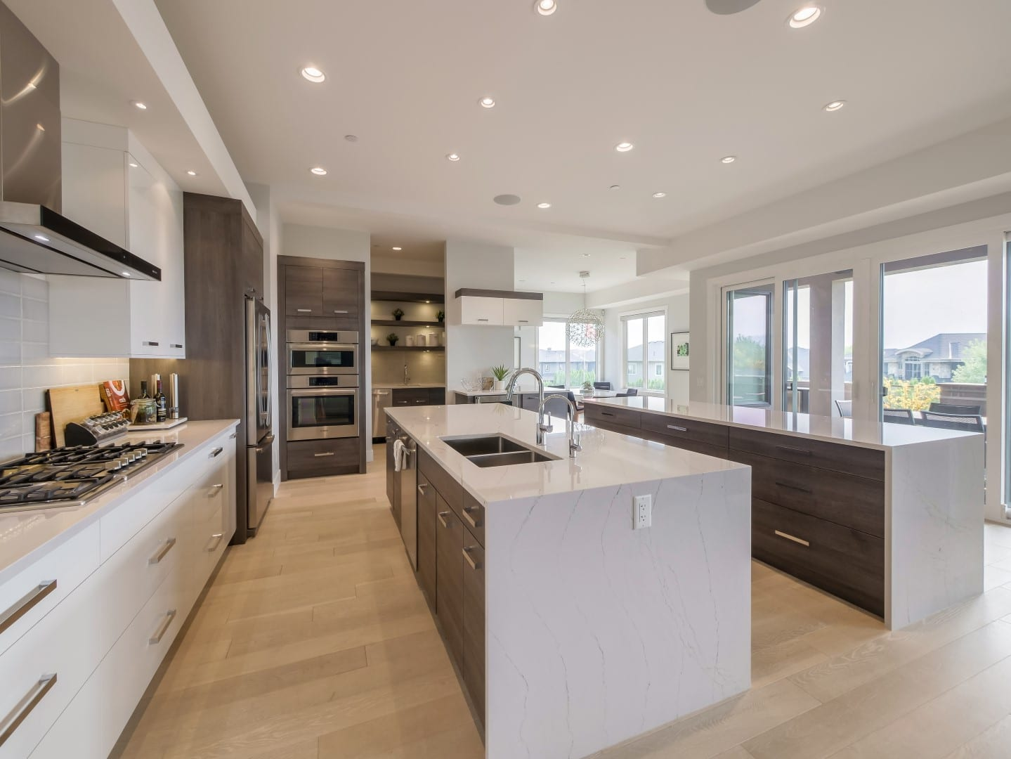 Crystal Waters - Stein (10) - Kitchen with Islands