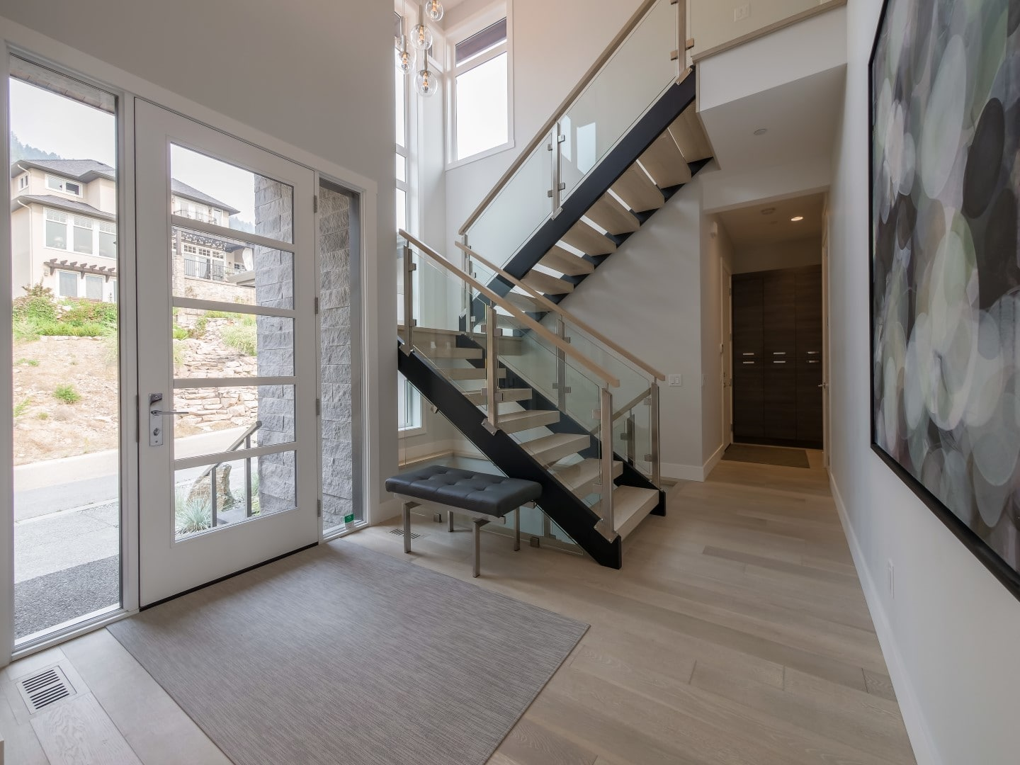 Crystal Waters - Stein (22) - Entrance and open staircase