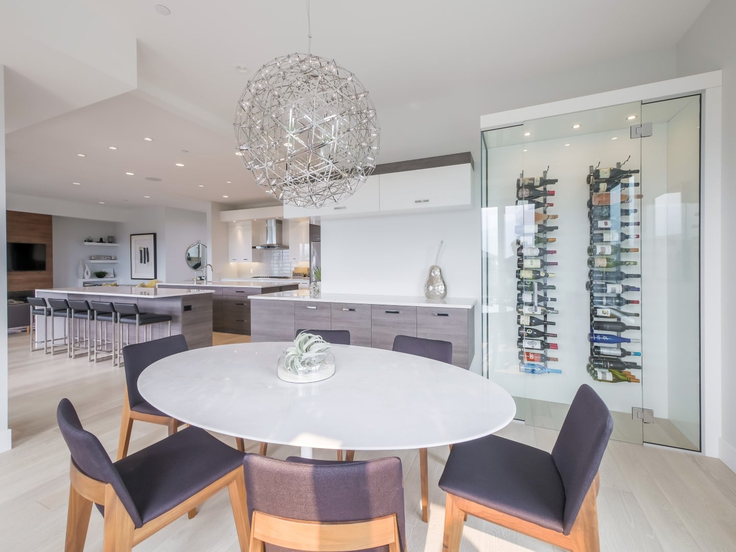 Crystal Waters - Stein (3) - Dining room and wine cabinet