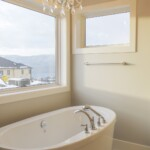 The Lynwood Ensuite Bathtub