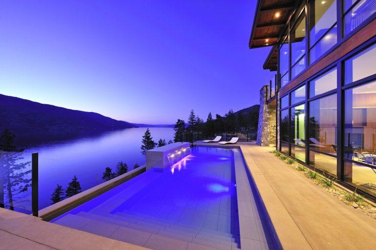 Outdoor pool, infinity edge